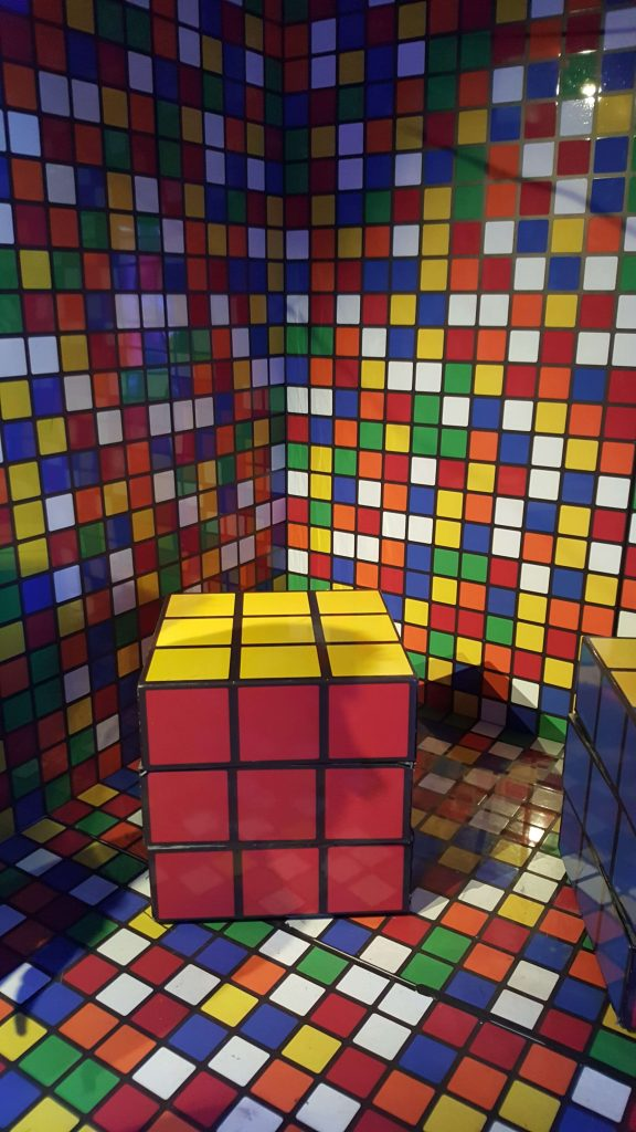zemickis-cube-rubik-room-ready-player-one-challenge-event-hollywood